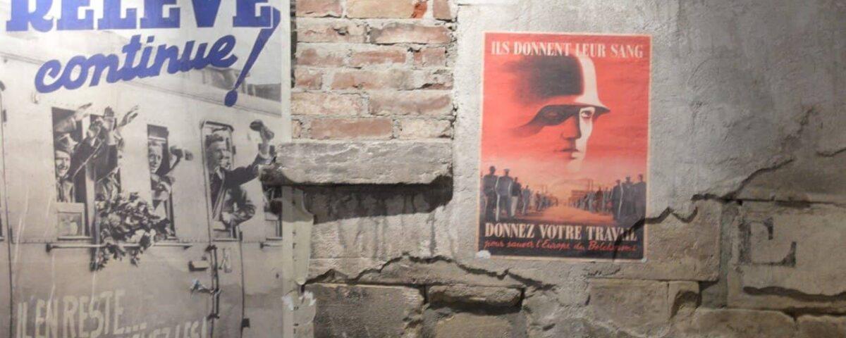 Ściana z plakatami-propagandowymi